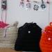 des sacs tricotés multicolores